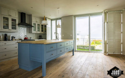 Mixing Cabinet Finishes in your Kitchen